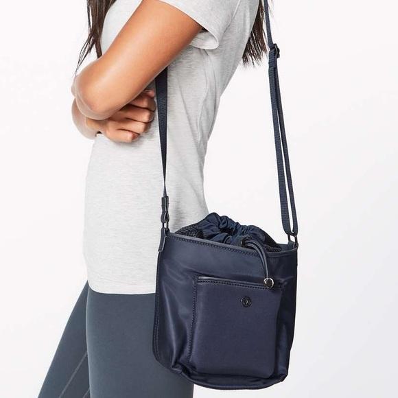 lululemon athletica Handbags - Lululemon All Set Mini Bucket Bag Midnight Navy